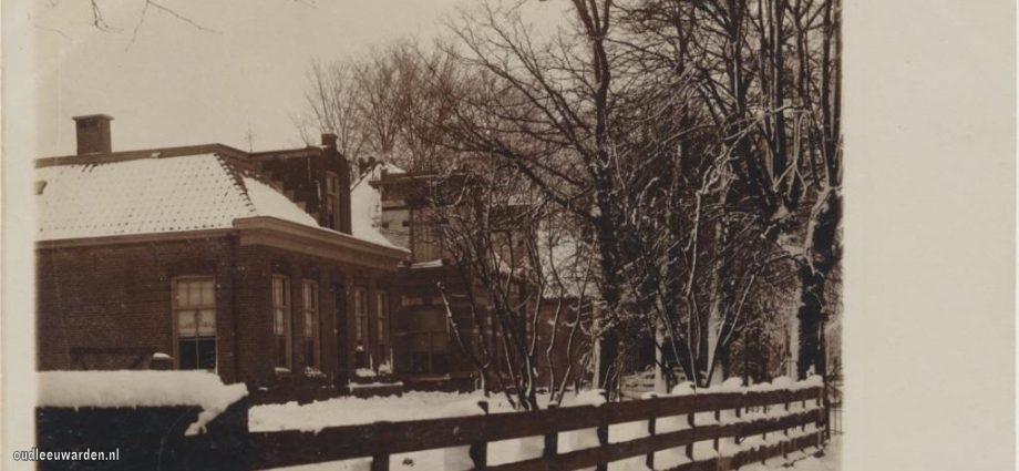 Zoekplaatje huizen in sneeuw