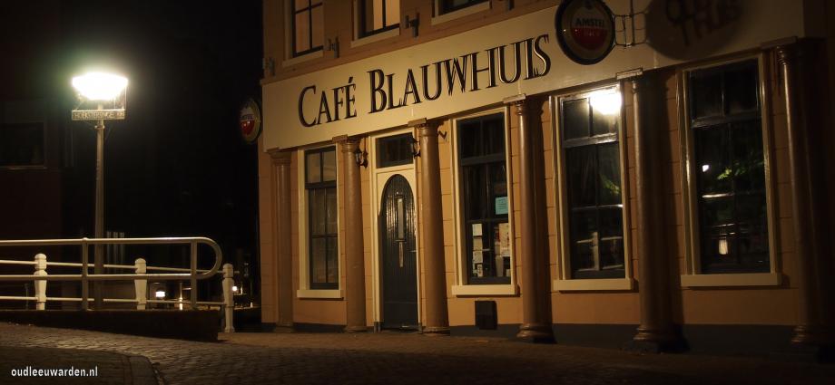 Cafe nieuw Blauwhuis in de nacht